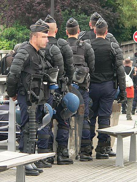 450px-Gendarmes_mobiles_p1200789