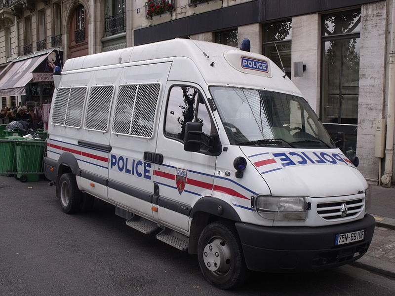 800px-Renault_Mascott,_Police_Nationale.